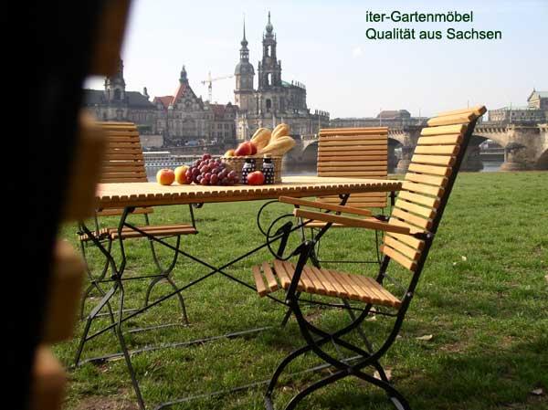 wetterfeste Biergartenmöbel Holz und Metall